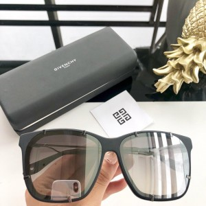 Givenchy Men's Sunglasses ASS650084