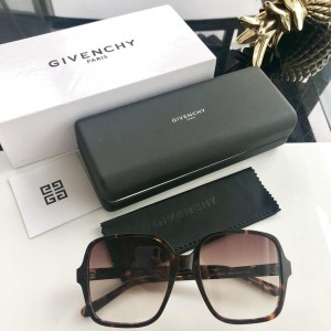 Givenchy Men's Sunglasses ASS650086