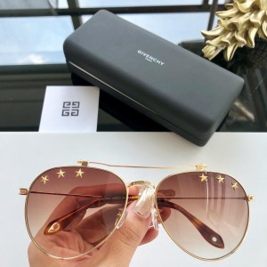 Givenchy Men's Sunglasses ASS650087