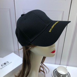 Balenciaga Men's hat ASS650326