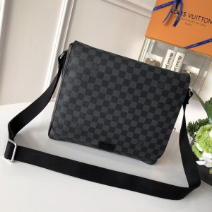 Louis Vuitton Luxury DISTRICT MEDIUM BAG graphite LV04BM014