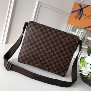 Louis Vuitton Luxury 41212 DISTRICT MEDIUM BAG brown LV04BM015