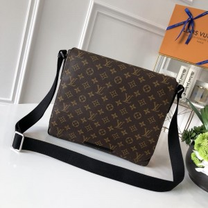 Louis Vuitton Luxury 41212 DISTRICT MEDIUM BAG LV04BM016