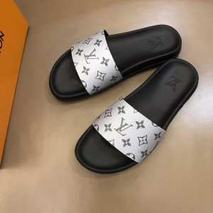 Louis Vuittion Slippers with LV design in silver rubber MS021022