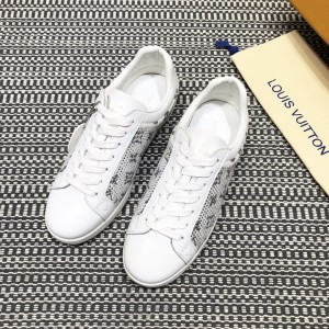 Louis Vuitton High Quality Sneakers White and masonry Monogram embellishment with white sole MS021100