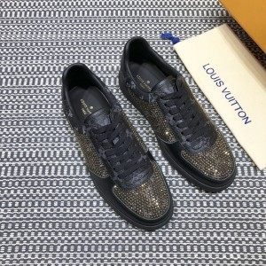 Louis Vuitton High Quality Sneakers Black and gold masonry with black sole MS021102