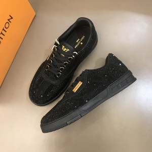Louis Vuitton High Quality Sneakers Black and masonry with black sole MS021107
