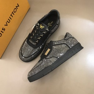 Louis Vuitton High Quality Sneakers Black and white stone trim with black sole MS021108