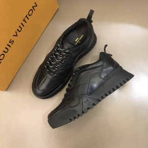 Louis Vuitton High Quality Sneakers Black and black soles MS021110