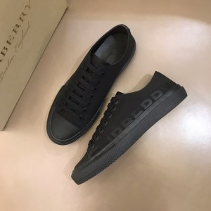 Burberry Low-top High Quality Sneakers Black and Black rubber sole MS021130