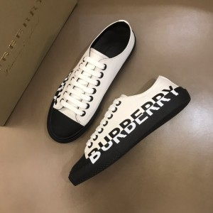 Burberry Low-top High Quality Sneakers White and Black rubber sole MS021131