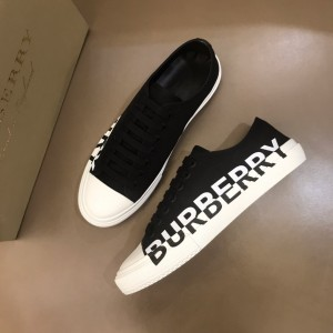 Burberry Low-top High Quality Sneakers Black and White rubber sole MS021133