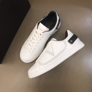 Valentino High Quality Sneakers White and VLOGO embroidery with white sole MS021335 Updated in 2019.11.28