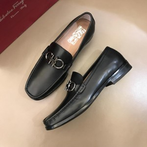 Salvatore Ferragamo Black leather Fashion Perfect Quality Loafers With Sliver Buckle MS02977
