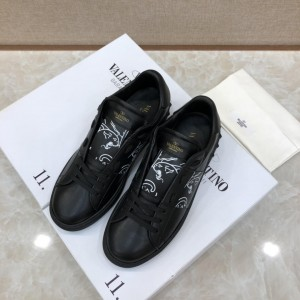 Valentino Perfect Quality Sneakers Black and white print with black sole MS071454