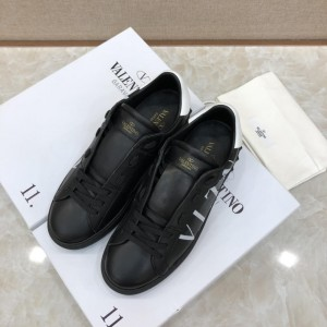 Valentino Perfect Quality Sneakers Black and white VLTN logo print with black sole MS071456