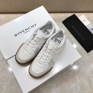 Givenchy Fashion Sneakers White and white suede with rubber sole MS07439
