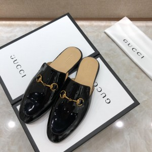 Gucci black bright leather slipper with golden button MS07513
