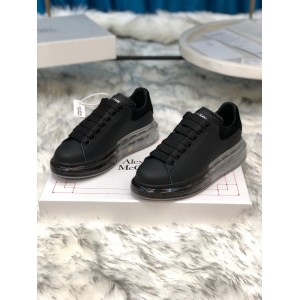 Alexander McQueen Fahion Sneaker Black and black suede heel with transparent sole MS100017