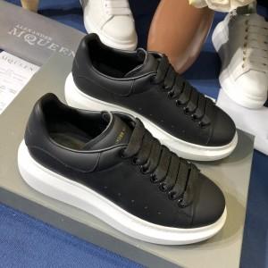 Alexander McQueen Fahion Sneaker Black and black heels MS100075